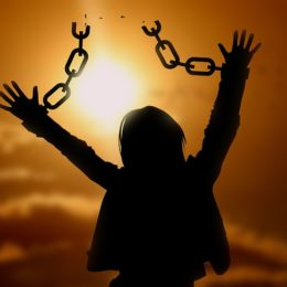 奴隷の鎖自慢はもうやめよう!